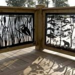Ограда из дерева и сухоцвета