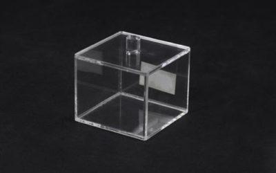 Акриловый куб – где и как он используется