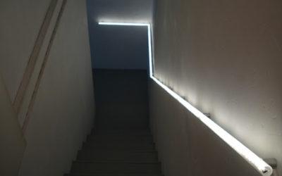 Лестничные перила с подсветкой из поликарбонатных труб